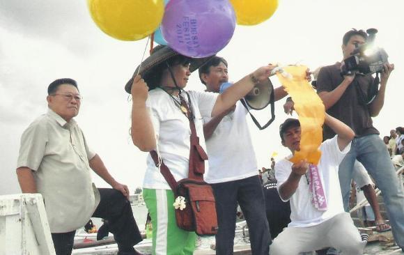 Prayers via balloons