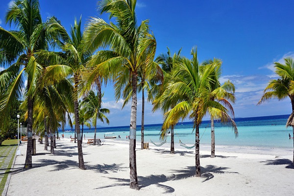The Beach Is Bohol Club S Greatest Et It Stretches 1 5 Kilometers With Pure White Sand And Lies In Middle Area
