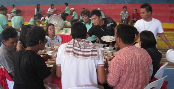 lunch w/ Ex-Mayor Baby Cajes…striped towelette