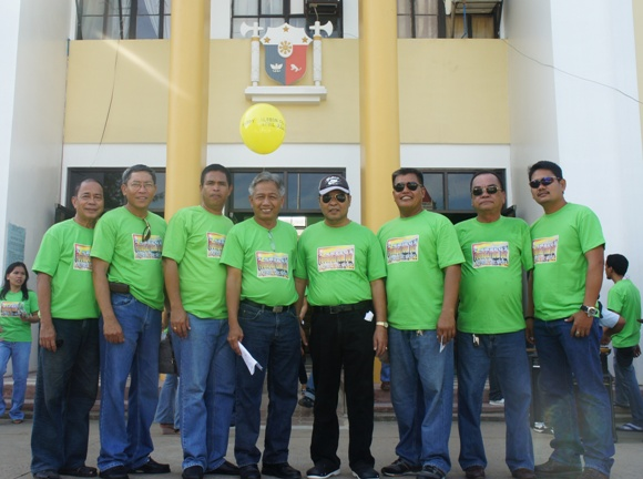 Mayor Auxtero w/ the SB Members