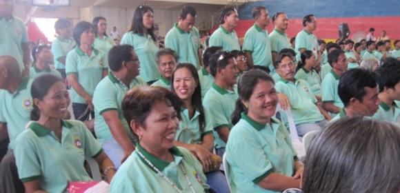 Barangay Zamora, sitting; Barangay Sto. Niño, standing