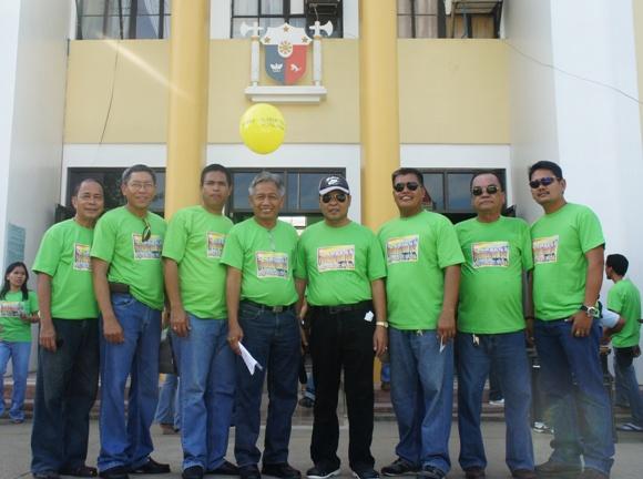 Mayor Auxtero w/ the SB Members